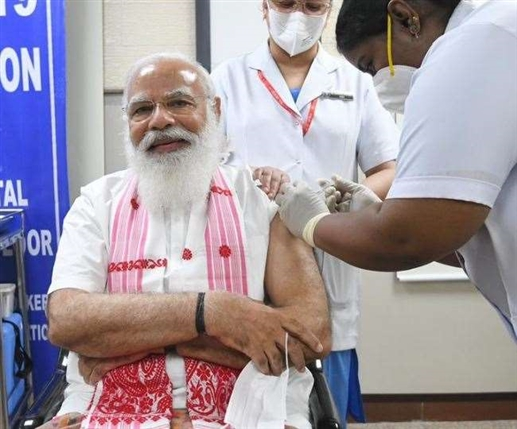 PM Modi administers first dose of corona vaccine video goes viral on social media