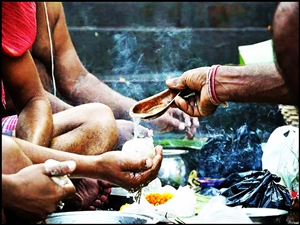 Pitru Paksh Katha : ਦਾਨਵੀਰ ਕਰਨ ਦੀ ਇਸ ਭੁੱਲ ਕਾਰਨ 16 ਦਿਨ ਮਨਾਇਆ ਜਾਂਦੈ ਸਰਾਧ ਪੱਖ, ਜਾਣੋ ਪੌਰਾਣਿਕ ਕਥਾ