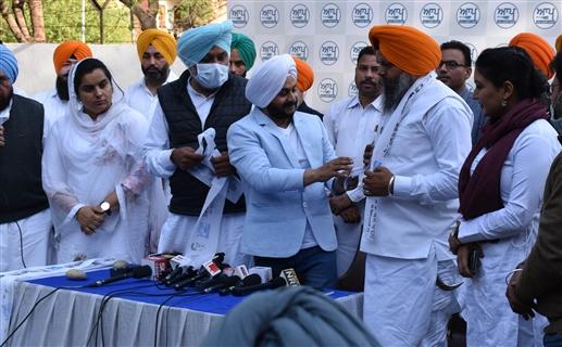 manwinder singh giaspura join aam admi party