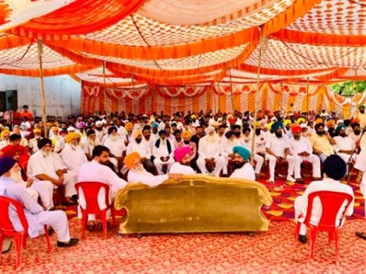 Akali dal members meeting with workers