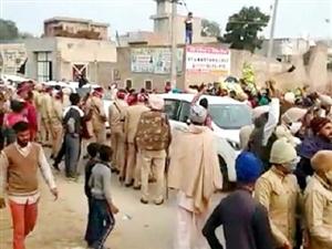 Farmer's Protest : ਕਾਲੀਆਂ ਝੰਡੀਆਂ ਨਾਲ ਹਰਸਿਮਰਤ ਦਾ ਵਿਰੋਧ, ਪਿੰਡਾਂ 'ਚੋਂ ਵਾਪਸ ਭੇਜੀ