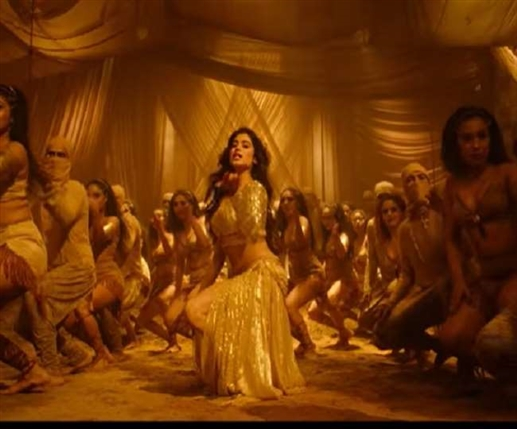 Roohi movie song nadiyon paar release janhvi kapoor shows her sensuous moves in this new track