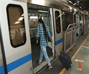 Delhi Metro News: ਦਿੱਲੀ ਮੈਟਰੋ ਸਟੇਸ਼ਨ ਦੇ ਅੰਦਰ ਵੜ ਗਈ ਯਾਤਰੀਆਂ ਦੀ ਭੀੜ, ਸੀਸੀਟੀਵੀ ਫੁਟੇਜ ਰਾਹੀਂ ਕੀਤੀ ਜਾ ਰਹੀ ਪਛਾਣ