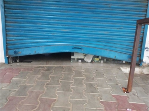 In Nadampur, thieves raided about a dozen shops in one night