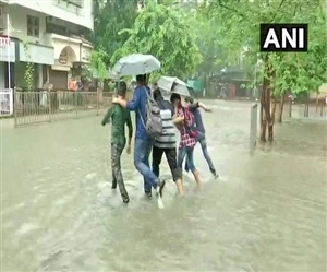 Mumbai Rain: ਮੁੰਬਈ 'ਚ ਭਾਰੀ ਬਾਰਿਸ਼ ਦੀ ਚਿਤਾਵਨੀ, ਸਕੂਲ-ਕਾਲਜ ਬੰਦ, ਓਰੇਂਜ ਅਲਰਟ ਜਾਰੀ