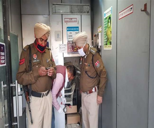 Fatehgarh Sahib film style ATM token found with vehicle thief escapes with Rs 19 lakh cash