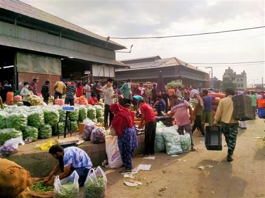 Mini Lockdown In Ludhiana : ਸਖ਼ਤੀ ਦੇ ਬਾਵਜੂਦ ਵੀ ਮੰਡੀ 'ਚ ਸ਼ਰੇਆਮ ਉੱਡ ਰਹੀਆਂ ਨੇ ਨਿਯਮਾਂ ਦੀਆਂ ਧੱਜੀਆਂ