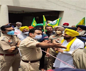 Punjab Farmers Protest: ਖੇਤੀ ਕਾਨੂੰਨਾਂ ਦੇ ਵਿਰੋਧ 'ਚ ਕਿਸਾਨਾਂ ਨੇ ਕੀਤਾ BJP ਨੇਤਾ ਭੰਡਾਰੀ ਦੇ ਘਰ ਦੇ ਬਾਹਰ ਪ੍ਰਦਰਸ਼ਨ, ਸੁਰੱਖਿਆ ਸਖਤ