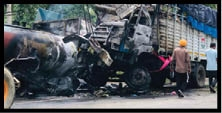 Sad News : ਸੜਕ ਹਾਦਸੇ 'ਚ ਜਿਊਂਦਾ ਸੜਿਆ ਟਰੱਕ ਡਰਾਈਵਰ
