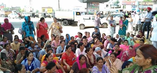 Vigorous protest of Navjot Sidhu in Moga farmers union and teachers gathered at Barnala bypass    ਮੋਗਾ 'ਚ ਨਵਜੋਤ ਸਿੱਧੂ ਦਾ ਜ਼ਬਰਦਸਤ ਵਿਰੋਧ