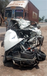 Sad News : ਧੂਰੀ-ਲੁਧਿਆਣਾ ਰੋਡ 'ਤੇ ਸੜਕ ਹਾਦਸੇ 'ਚ ਕਾਰ ਸਵਾਰ 2 ਨੌਜਵਾਨਾਂ ਦੀ ਮੌਤ