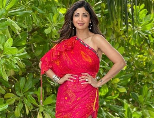 Big disaster for Shilpa Shetty Except for the actress the whole family is Covid 19 positive a break from the show