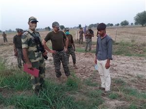 BSF ਨੇ ਮੁੜ ਵਧਾਇਆ ਪਾਕਿਸਤਾਨ ਵੱਲ ਦੋਸਤੀ ਦਾ ਹੱਥ, ਸਰਹੱਦ ਤੋਂ ਫੜਿਆ ਨੌਜਵਾਨ ਪਾਕਿ  ਰੇਂਜਰਾਂ ਨੂੰ ਸੌਂਪਿਆ