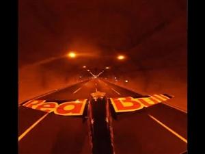 Viral Video : ਪਾਇਲਟ ਨੇ ਦੋ ਸੁਰੰਗਾਂ 'ਚ ਉਡਾਇਆ ਪਲੇਨ, ਬਣਾਇਆ ਵਰਲਡ ਰਿਕਾਰਡ, ਰੈੱਡ ਬਲੂ ਨੇ ਕੀਤਾ ਸ਼ੇਅਰ