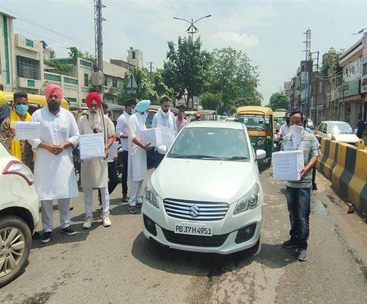 LIP workers begging on roads for shortage of ventilator in ludhiana