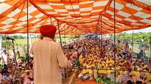 Farmer's Protest : ਕਿਸਾਨਾਂ ਨੇ ਫ਼ਸਲਾਂ ਖ਼ਰਾਬੇ ਦੇ ਮੁਆਵਜ਼ੇ ਲਈ ਖ਼ਜ਼ਾਨਾ ਮੰੰਤਰੀ ਦੀ ਕੋਠੀ ਦਾ ਕੀਤਾ ਘਿਰਾਓ