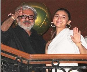 Ranbir Kapoor ਤੋਂ ਬਾਅਦ ਹੁਣ ਸੰਜੈ ਲੀਲਾ ਭੰਸਾਲੀ ਵੀ ਹੋਏ ਕੋਰੋਨਾ ਪਾਜ਼ੇਟਿਵ, ਆਲਿਆ ਨੇ ਵੀ ਖ਼ੁਦ ਨੂੰ ਕੀਤਾ ਕੁਆਰੰਟਾਈਨ