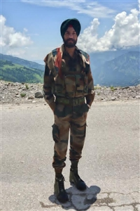 Pargat Singh Shaheed the only brother of two sisters due to the fall of Siachen Glacier
