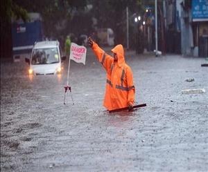 Monsoon Update: ਮੌਨਸੂਨ ਦੀ ਪਹਿਲੀ ਬਾਰਿਸ਼ ਨਾਲ ਮੁੰਬਈ ਪਾਣੀ-ਪਾਣੀ, ਰੇਲਵੇ ਟਰੈਕ ਡੁੱਬੇ, 5 ਦਿਨ ਦਾ ਅਲਰਟ ਜਾਰੀ