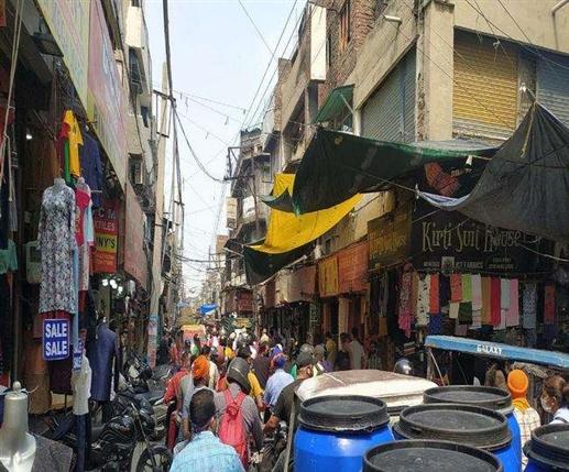 Ludhiana Mini Lockdown Guidelines : ਕਰਫ਼ਿਊ 'ਚ ਢਿੱਲ ਦੇ ਦੂਸਰੇ ਦਿਨ ਵੀ ਬਾਜ਼ਾਰਾਂ 'ਚ ਲੱਗੀ ਭੀੜ, ਕਈ ਥਾਵਾਂ 'ਤੇ ਜਾਮ