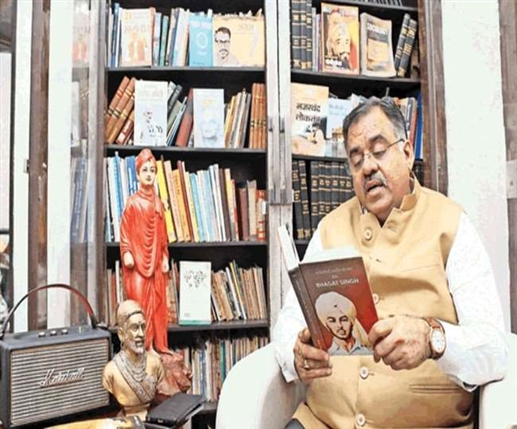 Amritsar News tarun chugh has a love for books more than two thousand books in the library