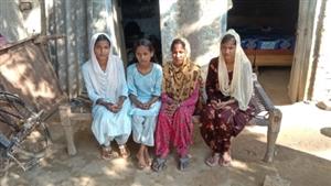 ਖਸਤਾ ਹਾਲਤ ਘਰ 'ਚ ਸਮਾਂ ਗੁੁਜ਼ਾਰਨ ਲਈ ਮਜਬੂਰ ਮਾਂਵਾ-ਧੀਆਂ