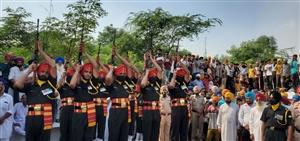 Jammu-Kashmir Encounter : ਗੁਰਦਾਸਪੁਰ ਦੇ ਸ਼ਹੀਦ ਮਨਦੀਪ ਸਿੰਘ ਦੀ ਦੇਹ ਘਰ ਪੁੱਜੀ, ਅੰਤਿਮ ਵਿਦਾਈ ਦੇਣ ਲਈ ਜੁੜੇ ਲੋਕ