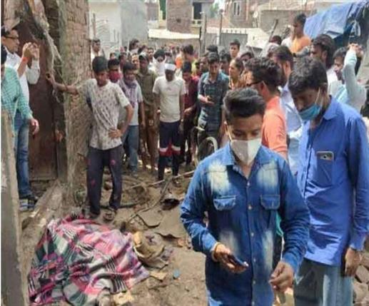 Gas cylinder blast in Santoshi Nagar Jalandhar one death woman and child badly burnt