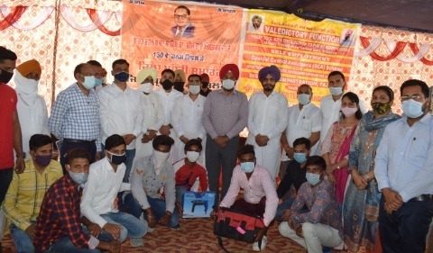 tool kits gave youngsters fazilka
