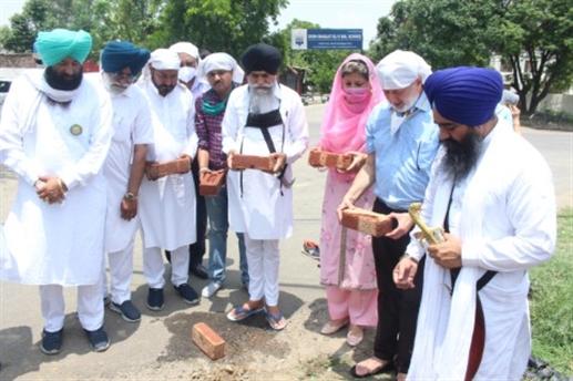 Dr. Zora Singh laid the foundation stone of Sri Guru Hargobind Sahib Gate
