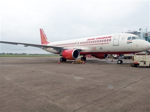 Video Big Air Flight Accident Was Averted : ਏਅਰ ਇੰਡੀਆ ਨਾਲ ਟਕਰਾਇਆ ਪੰਛੀ, ਟਲਿਆ ਵੱਡਾ ਹਾਦਸਾ, ਕੇਂਦਰੀ ਰਾਜ ਮੰਤਰੀ ਵੀ ਸਨ ਸਵਾਰ