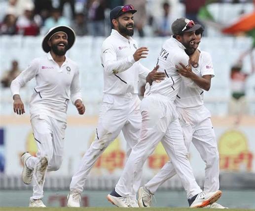 Ind vs Ban 1st Test : ਭਾਰਤੀਆਂ ਖਿਡਾਰੀਆਂ ਨੇ ਛੱਡੇ 5 ਕੈਚ, ਫਿਰ ਵੀ ਗੇਂਦਬਾਜ਼ਾਂ ਨੇ ਬੰਗਲਾਦੇਸ਼ ਨੂੰ ਸਸਤੇ 'ਚ ਕੀਤਾ ਢੇਰ
