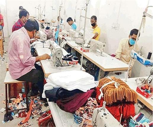 Rising corona cases in Ludhiana greet winter season worries hosiery making masks