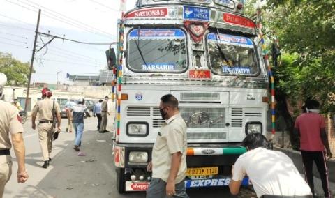 deadbody found truck robbery crime news punjabijagran