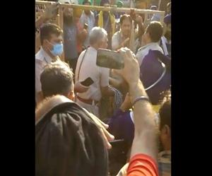 Kisan Andolan : ਸਿੰਘੂ ਬਾਰਡਰ 'ਤੇ ਨੌਜਵਾਨ ਦੀ ਬੇਰਹਿਮੀ ਨਾਲ ਹੱਤਿਆ, ਹੱਥ-ਲੱਤ ਵੱਢ ਕੇ ਲਾਸ਼ ਬੈਰੀਕੇਡ ਨਾਲ ਟੰਗੀ
