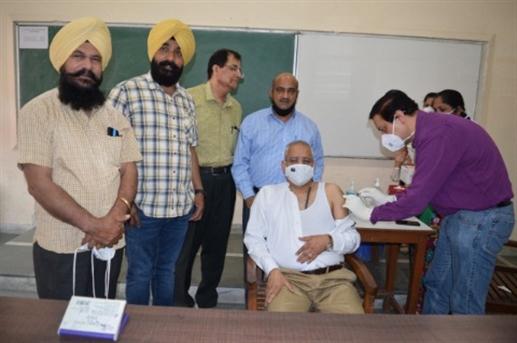 Corona vaccination in dav college