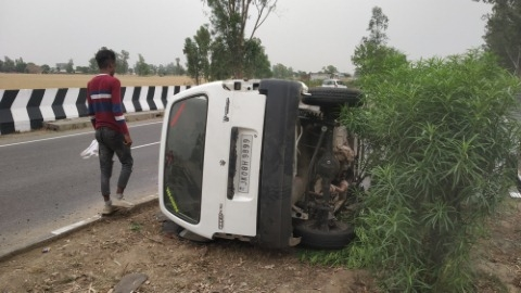 10 injured in road accident