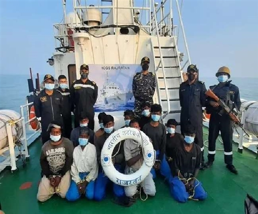 Indian navy seizes Pakistani boat 13 crew members being questioned