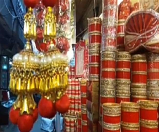 Shingar goods are available in Meena Bazar of Jalandhar city