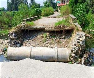 Pathankot Dangerous Roads : ਪਠਾਨਕੋਟ ਜਾਂਦਿਆਂ ਇਨ੍ਹਾਂ ਤਿੰਨ ਰਸਤਿਆਂ 'ਤੇ ਨਾ ਜਾਇਓ... ਪੁਲ਼ ਦੇ ਨਾਲ ਹੀ ਰੁੜ੍ਹ ਗਏ ਚੋਣਾਂ 'ਚ ਕੀਤੇ ਵਾਅਦੇ