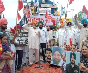 LIVE Punjab Rail Roko Protest : ਪੰਜਾਬ 'ਚ ਕਿਸਾਨਾਂ ਦਾ 'ਰੇਲ ਰੋਕੋ' ਅੰਦੋਲਨ ਸ਼ੁਰੂ, 5 ਟ੍ਰੇਨਾਂ ਰੋਕੀਆਂ, ਯਾਤਰੀ ਪਰੇਸ਼ਾਨ