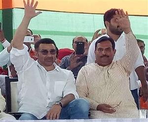 Haryana Assembly Elections 2019: ਸੰਨੀ ਦਿਓਲ ਦੀ ਝਲਕ ਪਾਉਣ ਲਈ ਬੇਕਾਬੂ ਹੋਈ ਭੀੜ, ਲਹਰਾਇਆ ਢਾਈ ਕਿਲੋ ਦਾ ਹੱਥ