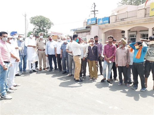 Masks issued by Nabha police in Dana Mandi people should follow government instructions DSP Chibber