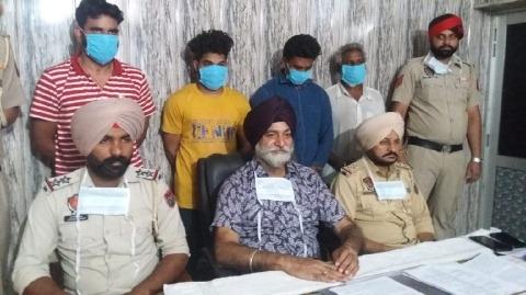 8 members of looting gang arrested