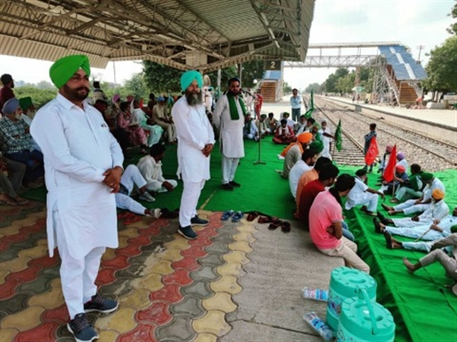 Farmers protest on Malout railway track