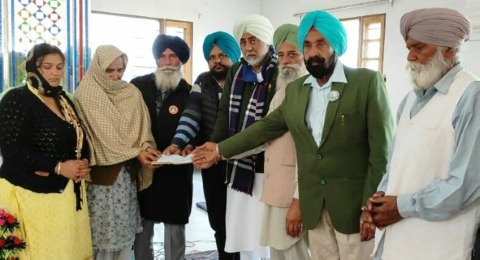 cheque given family of died farmer