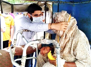 96 year old babe Surjit Kaur administers vaccine in Tapa SDM Varjit Walia honors elderly couple