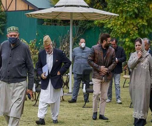Center invites 14 Jammu and Kashmir leaders for talks