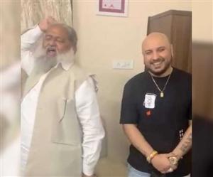 Video Viral : 'ਤੇਰੀ ਮਿੱਟੀ ਮੇਂ ਮਿਲ ਜਾਵਾਂ...' 'ਤੇ Anil Vij ਤੇ B Praak ਦੀ ਜੁਗਲਬੰਦੀ, ਖ਼ੂਬ ਵਾਇਰਲ ਹੋ ਰਹੀ ਇਹ ਵੀਡੀਓ