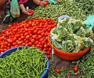 Vegetable Fruit Price : ਸ਼ਹਿਰਵਾਸੀਆਂ 'ਤੇ ਫੈਸਟੀਵਲ ਸੀਜ਼ਨ ਦੌਰਾਨ ਮਹਿੰਗਾਈ ਦੀ ਮਾਰ, ਟਮਾਟਰ 60 ਤੇ 45 ਰੁਪਏ ਵਿਕ ਰਿਹੈ ਪਿਆਜ਼